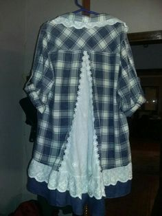 Son& shirt becomes a tunic for Mom! Umgestaltete Shirts, Flannel Shirts, Shirt Refashion, Tunic Shirt, Clothing Hacks, Upcycled Clothing, Altered Couture, Sewing Clothes, Redo Clothes