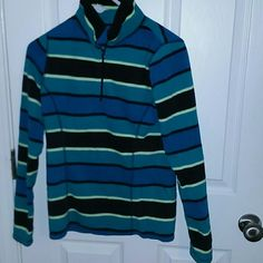 Old Navy fleece Almost new Old Navy fleece. Size S. Teal, blue, Navy, & yellow. Excellent condition. I bundle with a discount Old Navy Tops Sweatshirts & Hoodies