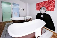 10 Hotels with Amazing Bathrooms