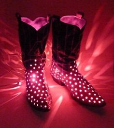 These illuminated ceramic boots really would fit into any decor from Western Decor to Country Decor to Modern Decor! I just love them!