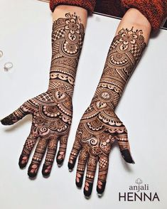 Love it 💕 can't wait for the upcoming henna season to kick back up!Elegant henna design inspired from and by I like the wavy vine leaves pattern on the wrist and on the palm!No photo description available. Wedding Henna Designs, Latest Bridal Mehndi Designs, Mehndi Designs 2018, Modern Mehndi Designs, Mehndi Designs For Girls, Mehndi Designs For Beginners, Art Designs, Tatoo Designs, Rajasthani Mehndi Designs