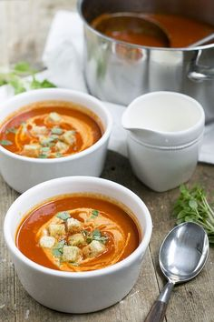 - With this recipe you can put a very tasty tomato soup on the table within half an hour. Pureed Food Recipes, Easy Healthy Recipes, Soup Recipes, I Love Food, Good Food, Yummy Food, A Food, Comfort Food, Homemade Soup