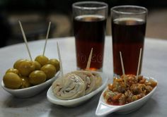 If you're looking for an authentic place where you can enjoy the local vermouth, you can't miss La Vermuteria del Tano. Best Tapas, Barcelona, Caramel Apples, Desserts, Recipes, Food, Cocktails, Drinks, Buffets