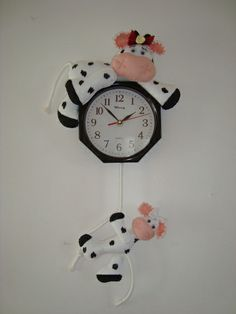 VAQUITA RELOJ Farm Crafts, Diy And Crafts, Christmas In July, Christmas Crafts, Kitchen Hot Pads, Cow Ornaments, Lucy Fashion, Cute Polymer Clay, Diy Clock