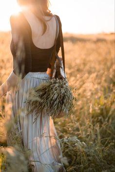 Photo de @emmanuellebraunphotographe pour Atelier Hosta Atelier, Flower Crowns, Dried Flowers