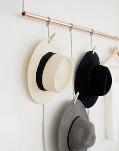 I collect hats like some women collect shoes. And thought that this DIY hanging copper hat rack would be the perfect as a storage hack! Hanging Hats, Diy Hanging, Hat Display, Display Ideas, Hat Storage, Ideias Diy, Diy Interior, Interior Design, Diy Furniture