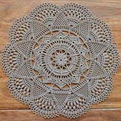Diy Crafts Crochet, Crochet Home, Crochet Projects, Crochet Puff Flower, Crochet Dollies, Thread Crochet, Crochet Stitches, Crochet Mandala Pattern, Crochet Doily Rug