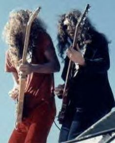 Great shot of Allen Collins & Gary Rossington. Rock And Roll Bands, Rock N Roll, Great Bands, Cool Bands, Atlanta Rhythm Section, Street Survivors, Gary Rossington, Lynard Skynard, Allen Collins