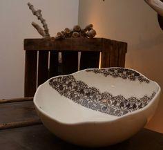 #kratten #crate #caisse #pomme #fruit #bricolage #diy #home #garde #manger #mobilier #detournement #wooden #wood #shop #bois #boutique #commerce #aménagement #idée # ideas #architect #déco #décoration #indu #porcelaine #ceramique #art #talent #déco #diy #table #creatrice #boheme #creation #manuelle #poterie