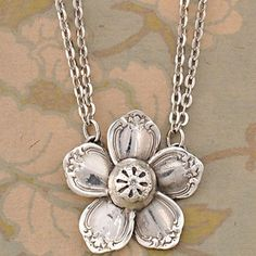 Flower necklace made from recycled silverware. How creative! ~This is exactly what you want to watch out for, some crafters use sterling silver flatware pieces for their jewelry creations. Recycled Silverware, Silverware Jewelry, Spoon Jewelry, Cutlery, Spoon Necklace, Spoon Rings, Sterling Silverware, Spoon Bracelet, Key Necklace