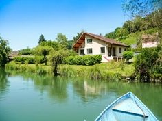 House for sale in CHAMBERY - Savoie - BEAUTIFUL CONTEMPORARY HOUSE with 3 bedrooms on flat landscaped ground with access to the LAKE of AIGUEBELETTE for bathing, fishing and stroll in boat, close to CHAMBÉRY France REF: 73525PPA73   [13311]