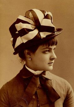 Hats started out small at the beginning of the period, then continued to increase in height and width throughout the period. Hats and bonnet had ribbons, feathers and bows. 1880s Fashion, Victorian Fashion, Vintage Fashion, Women's Fashion, Vintage Beauty, Victorian Hats, Victorian Women, Fashion Tips For Women, Fashion Advice
