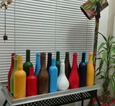 Reciclando garrafas.