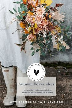autumn flowers ideas and step by steps to create seasonal simple flower arrangements using autumn blooms including dahlias, dried flowers, herbs and foliage #autumn #flowers #sustainable #frombritainwithlove