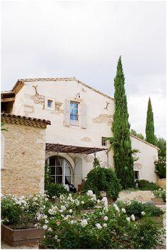 Le Hameau Des Baux, Provence  | Image  Katy Lunsford Photography #wedding #venue