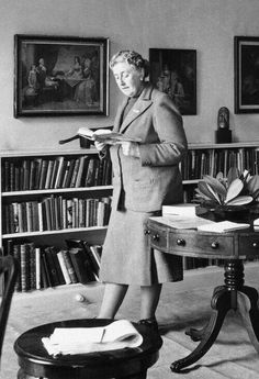 Agatha Christie, best-selling author of murder mysteries. One day I wish to have a complete collection of all her Poirot and Miss Marple books! I Love Books, Good Books, Books To Read, My Books, Reading Books, Agatha Christie, People Reading, Woman Reading, Hercule Poirot