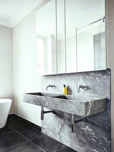 Banheiro de mármore cinza