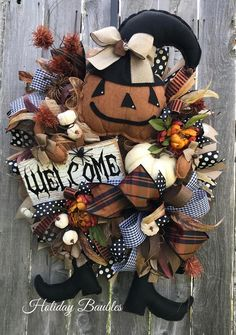HolidayBaubles on Etsy Halloween Door Wreaths, Halloween Front Doors, Scary Halloween Decorations, Fall Wreaths, Mesh Wreaths, Halloween Crafts, Burlap Wreaths, Fall Halloween, Primitive Pumpkin
