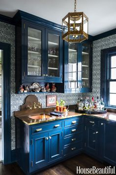 For the Home 45 Kitchen Cabinet Design Ideas 2019 - Unique Kitchen Cabinet Styles Organizing A Garag Refacing Kitchen Cabinets, Kitchen Design Small, Blue Kitchen Cabinets, Kitchen Cabinet Design, Kitchen Colors, Kitchen Cabinet Styles, Rustic Farmhouse Kitchen, Blue Kitchens, Kitchen Cabinets