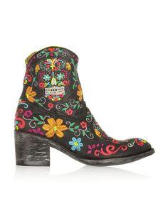 Oh I like these...Mexicana http://www.marie-claire.es/moda/accesorios/fotos/botines-para-esta-primavera/cowboy-mexicana