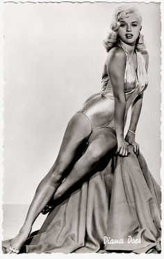Blonde and curvey bombshell Diana Dors - was called 'The English Marilyn Monroe. Old Hollywood Glamour, Vintage Glamour, Vintage Hollywood, Hollywood Stars, Classic Hollywood, Vintage Beauty, Diana Dors, Classic Actresses, British Actresses