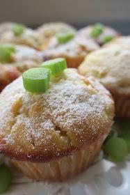 Kakkukioski: Raparperi-valkosuklaamuffinit ♥ Muffins, Home Bakery, Food And Drink, Cupcakes, Sweets, Cookies, Breakfast, Desserts, Buns