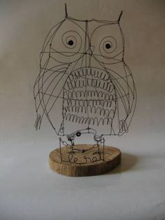 great example for wire sculpture - owl Sculpture Lessons, Art Sculpture, Owl Crafts, Wire Crafts, Boli 3d, Sculptures Sur Fil, Wire Sculptures, Art Fil, 3d Studio