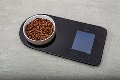 Kaffee für den Morgenmuffel mit der Hario V60 · Berliner Speisemeisterei Espresso, Food, Ground Coffee, Pour Over Coffee, Light In The Dark, Household Products, Coffee Cups, Espresso Coffee, Eten