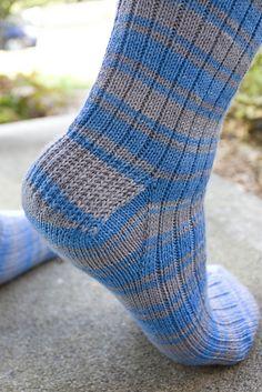 Ravelry: Brenda & # s Basic Toe Up Sockenmuster von Brenda Vanlerberghe - Knitting Knitted Socks Free Pattern, Knitted Slippers, Crochet Slippers, Knitting Patterns Free, Crochet Patterns, Knitting Stitches, Knitting Socks, Baby Knitting, Knit Socks