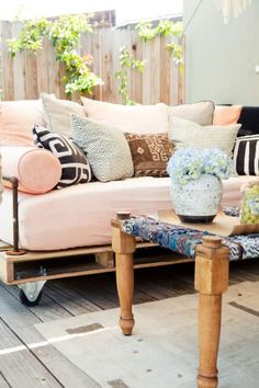 "Pallet couch for the outdoors. This could be an inexpensive way to have the outdoor furniture we all love but can't justify spending the money. Maybe use 'Sunbrella"" outdoor fabric and old couch cushions....I see some beautiful outdoor furniture... :-)"