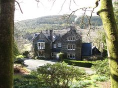 Looking for a holiday cottage in Wales? Stay at a manor house instead! Cottages In Wales, Cabins And Cottages, Mansions, House Styles, Building, Places, Holiday, Pictures, Home Decor