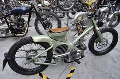 I was on the horizontal Honda site of sites Chalopy. The original real Honda cub custom by this AFS Cust. Moped Bike, Motorcycle Bike, 50cc Motorbike, Honda Bikes, Custom Moped, Custom Bikes, Gas Powered Bicycle, Small Motorcycles, Honda Cub