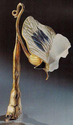 Art Nouveau lamp // by René Lalique