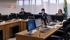 Brasil: Por 3 a 0, desembargadores do TRF4 mantêm condenação de Lula no caso triplex. Os três desembargadores da 8ª Turma do Tribunal Regional Federal da 4ª Região, em Porto Alegre,votaram, nesta quarta-feira (24), pela manutenção da condenação do ex-presidente Luiz Inácio Lula da Silva no caso do triplex no Guarujá
