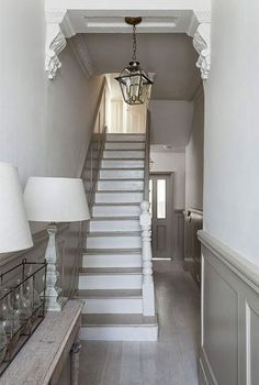 Modern Country Style: The Best Paint Colours For Small Hallways Click through fo. - Modern Country Interiors - Modern Country Style: The Best Paint Colours For Small Hallways Click through for details. Style At Home, Hallway Designs, Hallway Ideas, Staircase Ideas, Staircase Design, Railing Ideas, Stair Railing, Stair Bannister Ideas, House Staircase