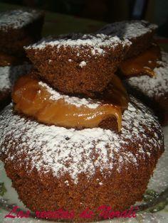Cupcake de chocolate (receta básica). Ver receta: http://www.mis-recetas.org/recetas/show/21275-cupcake-de-chocolate-receta-basica #merienda #desayuno #cupcake