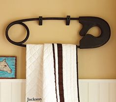 Just love this big old black safety pin Quilt Rack