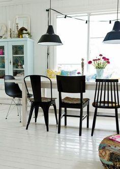 chaises depareillees, dining room, salle à manger, living room