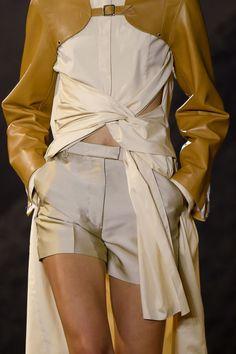 Phillip Lim at New York Fashion Week Spring 2016 - Details Runway Photos New York Fashion, Runway Fashion, High Fashion, Fashion Show, Fashion Looks, Womens Fashion, Fashion Trends, Fashion Moda, Fashion Ideas