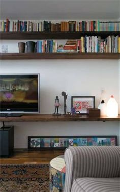 A sala de TV, neste apartamento de 400 m², adota os princípios de sustentab...