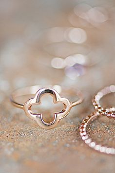 Rosé Gold Ring With Clover Cross, delicate Stacking Ring Bestseller ,Trend Ring, Friendship Ring, Bridesmaids,Wedding,Bride,Engagement,Charm