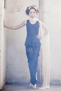 """Ensaio de moda kids entitulado como """"Ballet"""", com a modelo Helena Colombeli em locação de fabrica abandonada com flash prophoto e luz natural para portfolio. Styling: Kika Pagnot. Beauty: Anderson Honnorato. Produção Executiva: Isabela Carvalho"""