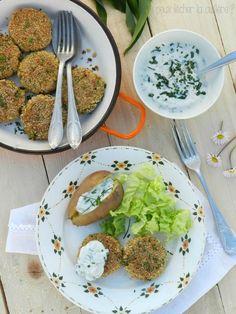 Les galettes de quinoa et petits légumes, sauce yaourt à l'ail des ours