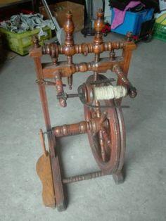 Antikes Spinnrad ( lt schätzung über 100 jahre alt) Selbstabholung und Begutachtung in Schweinfurt.