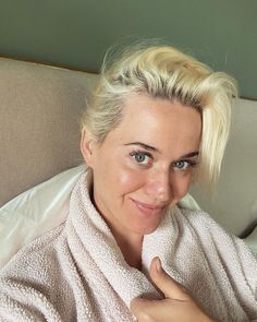 Pregnant Katy Perry Shares Makeup-Free Selfie While Self-Isolating: 'Blackheads and All Baby' Celebrity Selfies, Celebrity Makeup, Dream Cars, American Idol, Ashley Graham Fotos, Lady Gaga, No Makeup Selfies, Katy Perry Fotos, Kati Perri