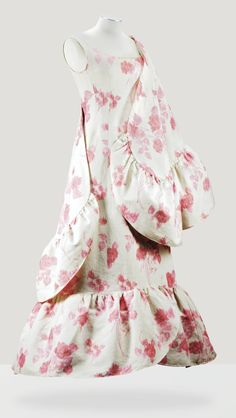 BALENCIAGA HAUTE COUTURE, 1963 A PRINTED OTTOMAN COTTON EVENING GOWN AND CAPE BOTH TRIMMED WITH LARGE FLOUNCES, FROM THE WARDROBE OF MADAME FRANCINE WEISWEILLER.