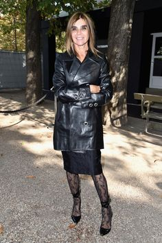 Carine Roitfeld Photos Photos - Carine Roitfeld attends the Elie Saab show as part of the Paris Fashion Week Womenswear  Spring/Summer 2017  on October 1, 2016 in Paris, France. - Elie Saab : Front Row - Paris Fashion Week Womenswear Spring/Summer 2017