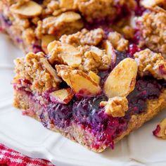 Healthy Berry Streusel Oatmeal Crumb Bars: Healthy Mixed Berry Streusel Bars made with wholesome, healthy ingredients like oats, almond butter, and pure maple syrup. And they actually taste good, too! Healthy Desserts, Just Desserts, Dessert Recipes, Healthy Baking, Jelly Recipes, Bar Recipes, Healthy Fruits, Apple Recipes, Healthy Smoothies