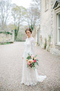 #brautkleid #weddinggown Rue de Seine Brautkleid - Elegante Vintage Hochzeit von M & J Photography