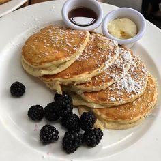 lemon ricotta pancakes with blackberries | pinterest @softcoffee